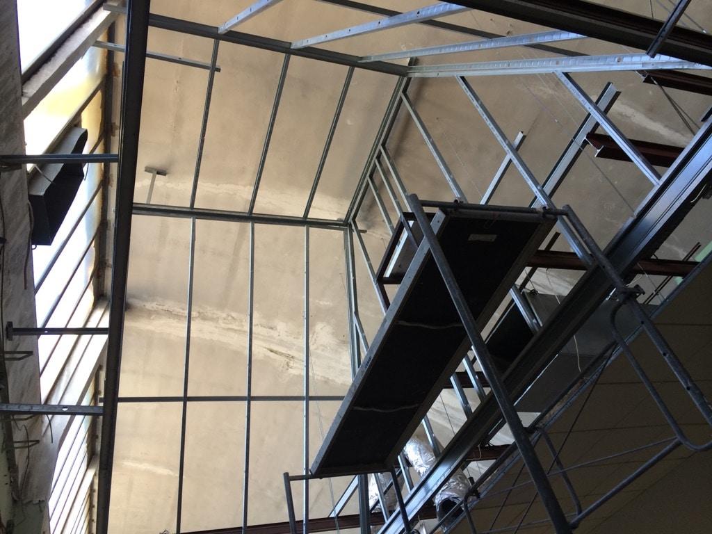 plafond haut pour engin d'avion